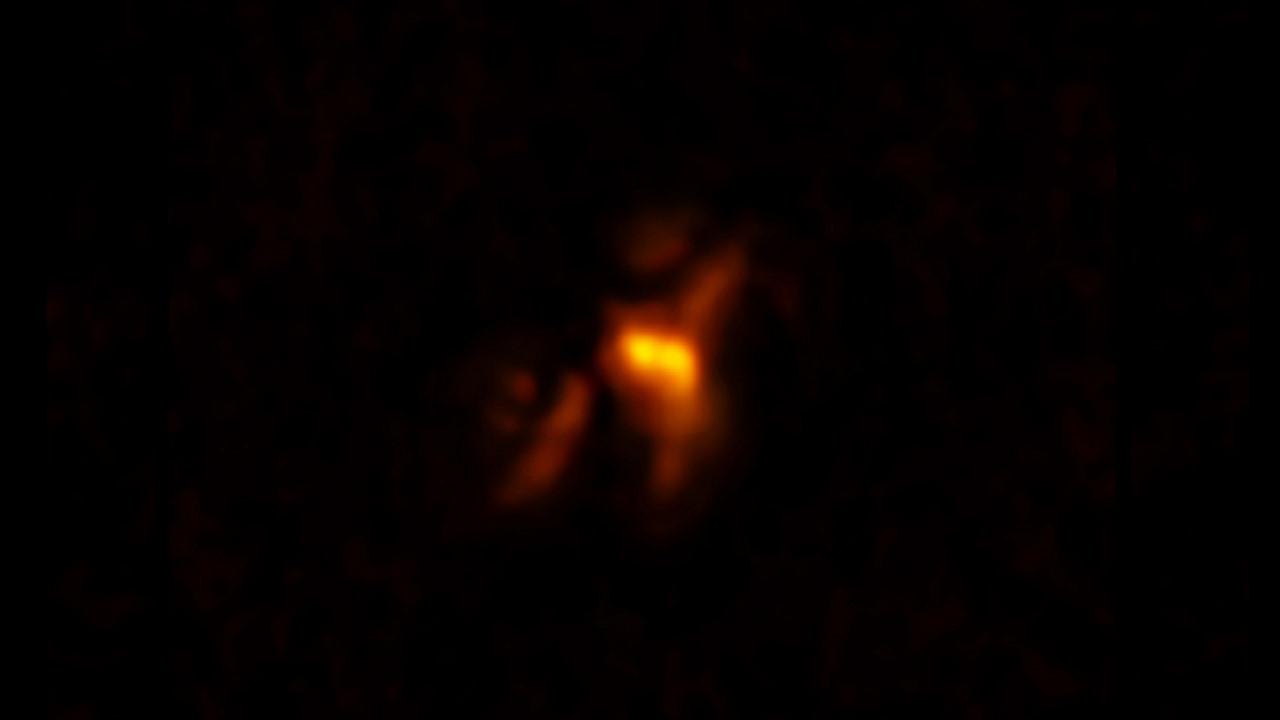 Чёрная дыра в скоплении Феникса формирует материал для будущих звёзд