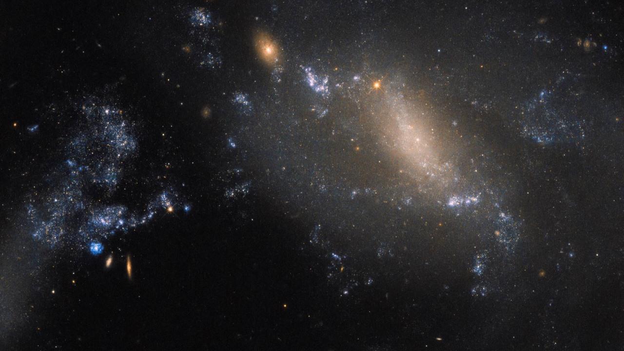 Космический телескоп Хаббла показал слияние двух галактик