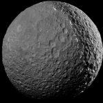 Космический аппарат « Кассини» попрощался с Мимасом