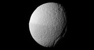 Тефия глазами космического аппарата Кассини