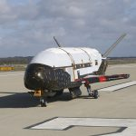 Oрбитальный самолет ВВС США X-37B вернулся на Землю после двух лет полета в космосе